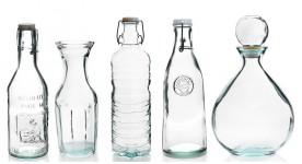Flaschen und Krüge